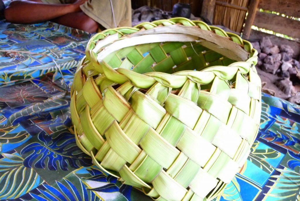 Корзина из пальмовых листьев - традиционный сувенир из Сивы