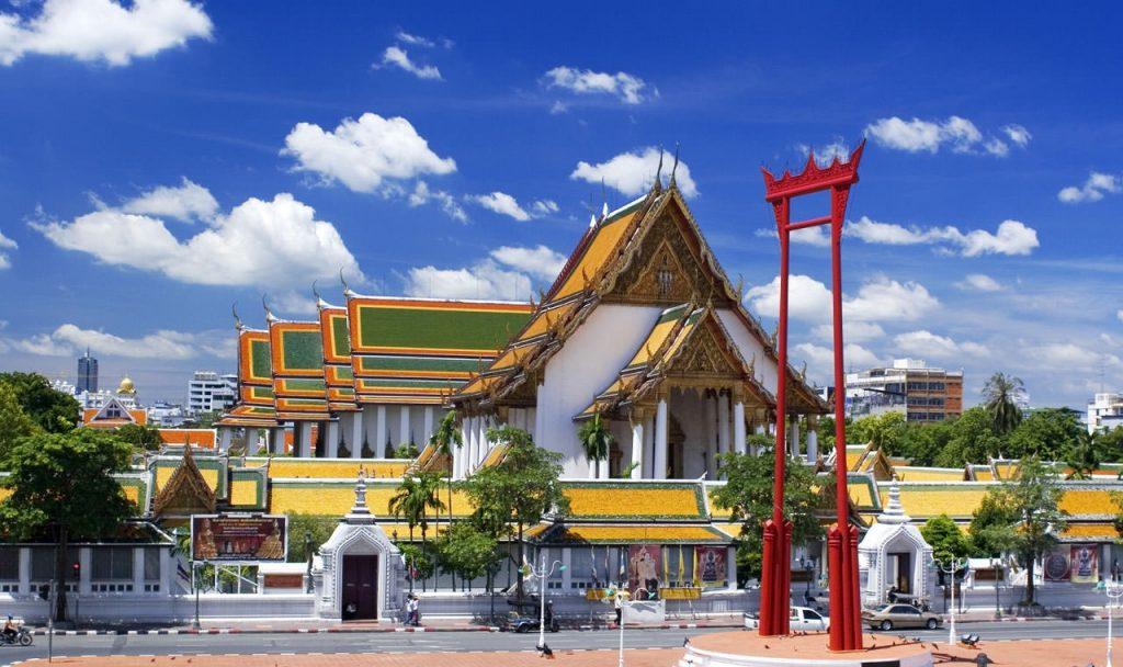 Бангкок Храм Сутат с гигантскими качелями