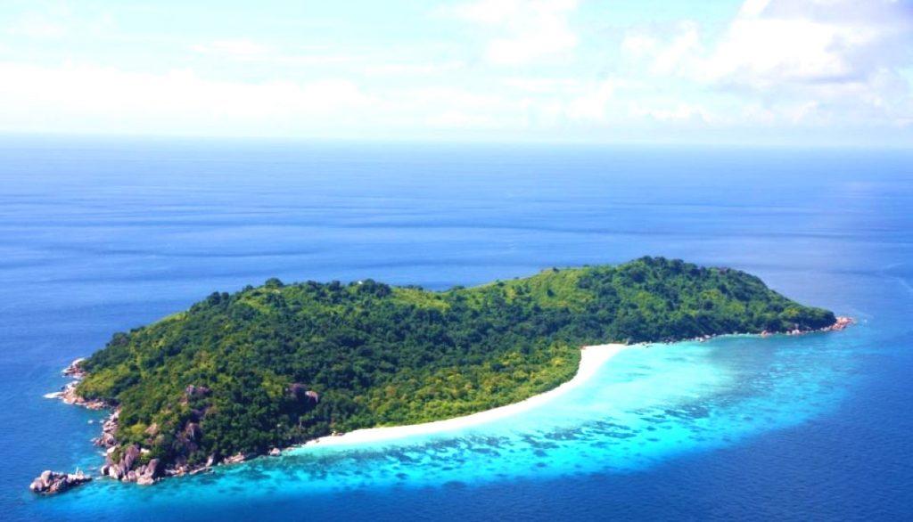 Вид сверху на остров Тачай Таиланд